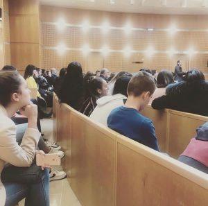 Tribunal avec étudiants